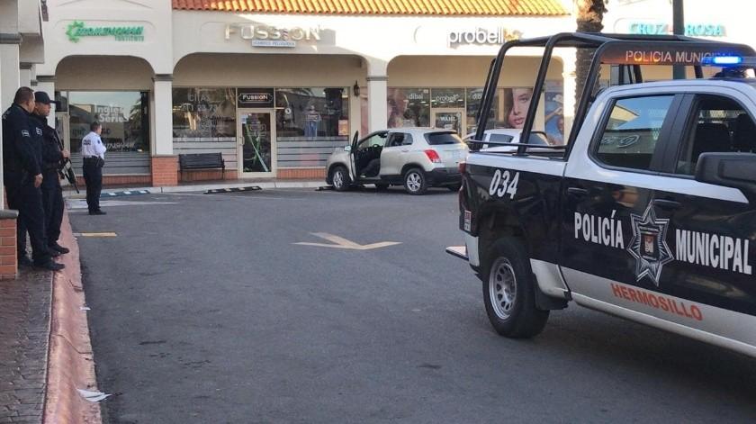 La agresión armada se registró alrededor de las 16:30 horas, a las afueras de una peluquería en la plaza Dila.(Especial)