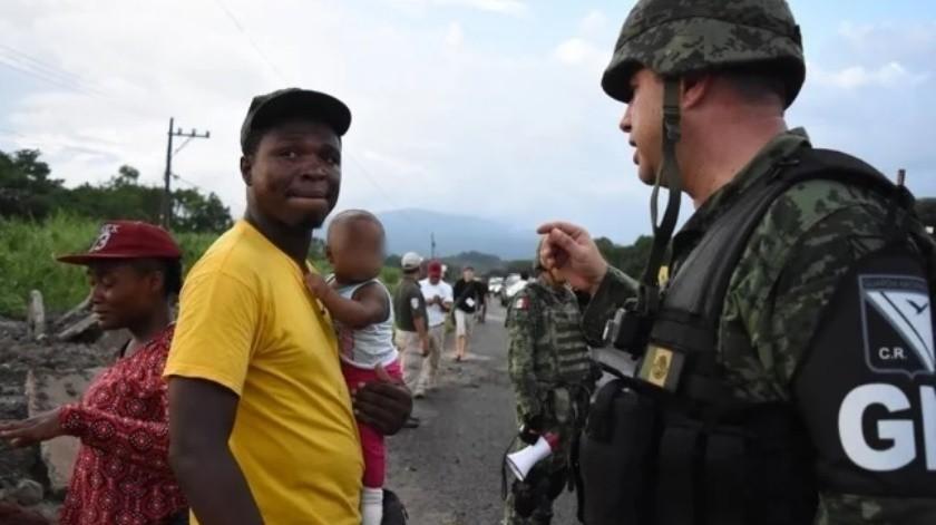 Caravana migrante es detenida por INM y Guardia Nacional(El Universal)