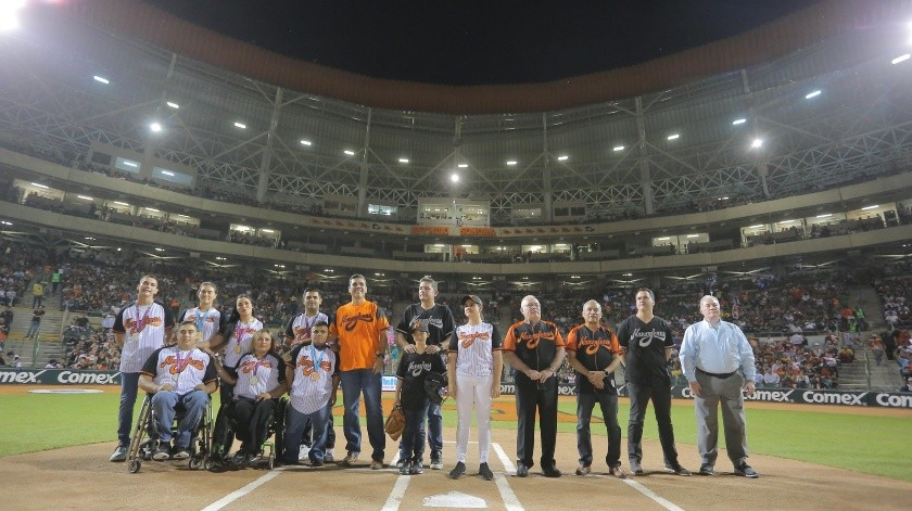 Directiva de Naranjeros, medallistas panamericanos y parapanamericanos, así como la alcaldesa de Hermosillo, Célida López.(Eleazar Escobar)