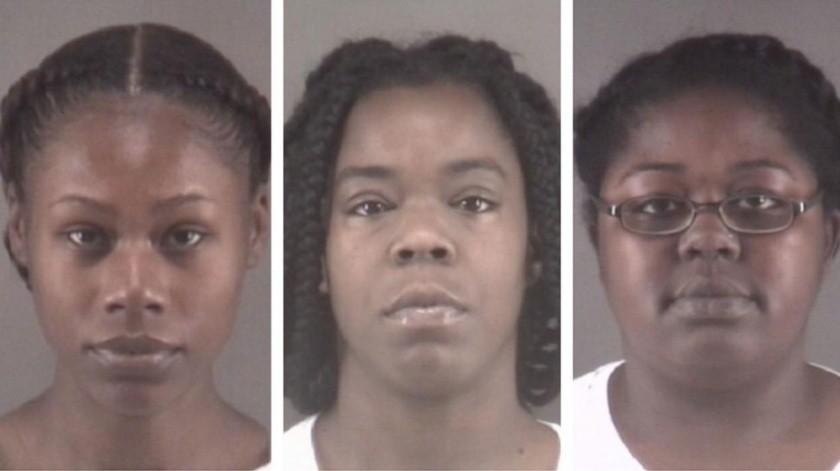 Las mujeres fueron acusadas en los documentos judiciales de ver, filmar e incluso alentar una pelea.