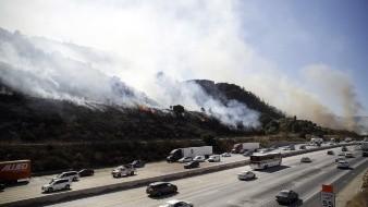 VIDEO: Captan a camión de basura en llamas que causó incendio forestal en EU