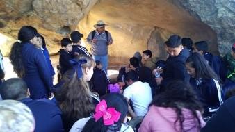 Los pequeños disfrutaron de las pinturas rupestres.