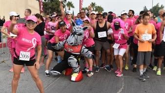"""El Zonkey, botarga oficial de la franquicia profesional de basquetbol Tijuana Zonkeys, estuvo presente en la carrera de 5 mil metros denominada """"Pink Power"""" realizada este fin de semana."""