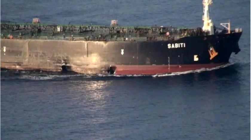 Las autoridades iraníes dicen que el buque regresaba al Golfo Pérsico. No mencionaron el derrame de crudo apreciado en el video de Al Arabiya.(AP)