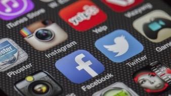 Facebook y Google piden año de gracia para pagar impuestos