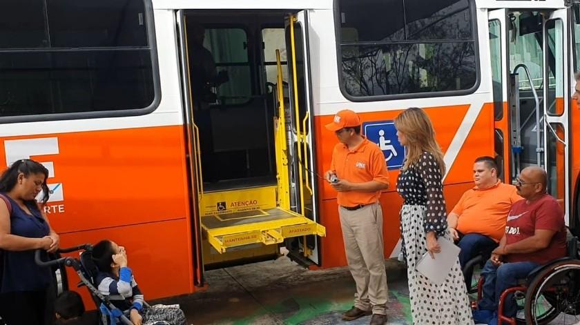 Se entregaron unidades de transporte adaptadas para personas con discapacidad.