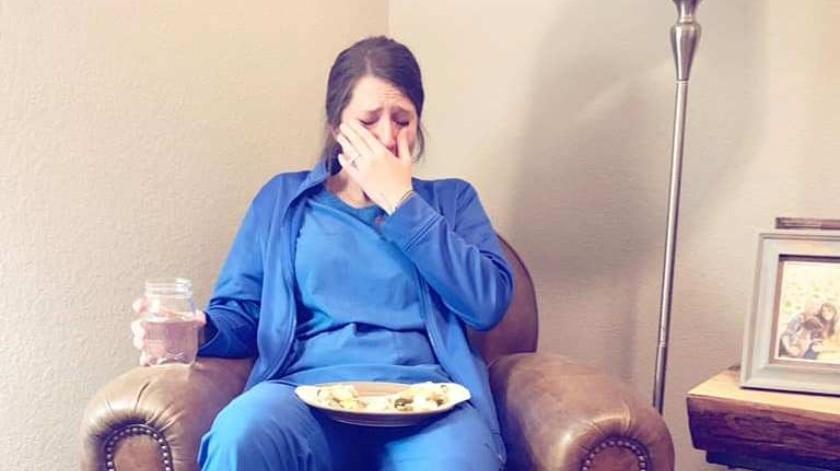 El conmovedor homenaje de una mujer a su hermana enfermera que llegó a su casa se ha vuelto viral en las redes sociales.(Facebook)