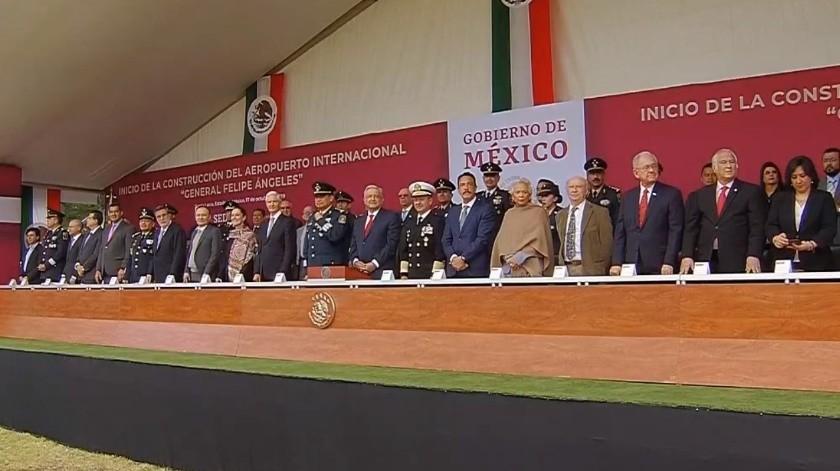 López Obrador dio el banderazo para la construcción de Santa Lucía.