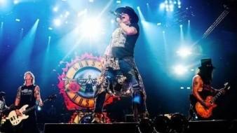 A raíz del homicidio que se registró el domingo pasado en la Plaza Monumental, los promotores del concierto de Guns N' Roses deberán instalar detectores de metal.