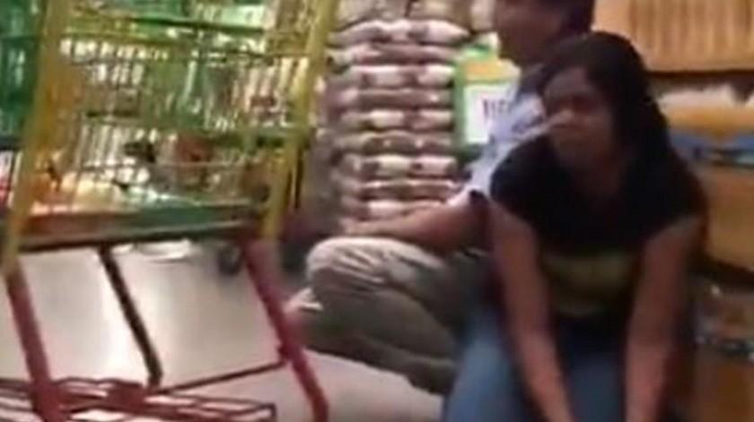 Toman plaza, rezos en mercado: Crudas imágenes en Culiacán(Captura de video)