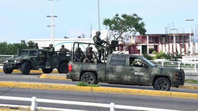 El operador de aeropuertos OMA informó que cinco vuelos programados para salir de la terminal aérea de Culiacán el jueves por la noche fueron cancelados, al igual que cuatro arribos. No aclaró si esto fue derivado de los hechos violentos.(EFE)