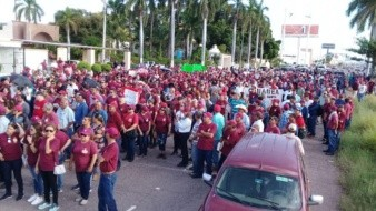 Marchan en Obregón usuarios del Isssteson