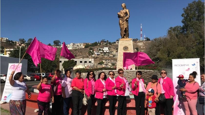 Colocan ofrenda a mujeres que han luchado contra el cáncer(Cortesía)
