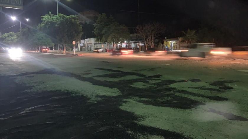 Casi 30 mil pesos costó tapar el enorme bache en Navojoa.(Cortesía)