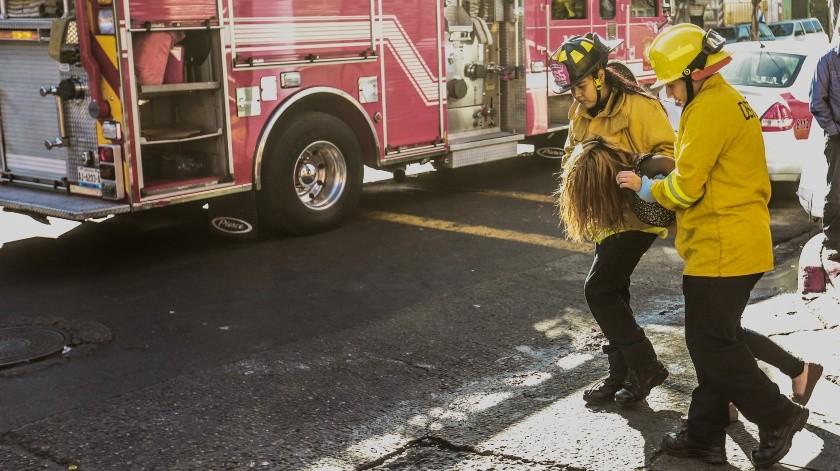 Mujeres bomberas atienden urgencias en zona Centro de Tijuana(Glenn Sanchez)