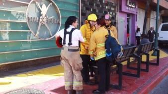 Las bomberas realizan su trabajo en el marco del Día Mundial de la Lucha contra el Cáncer de Mama.