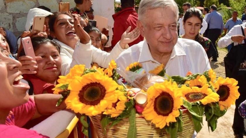 El presidente Andrés Manuel López Obrador afirmó que aunque los conservadores y autoritarios quieran que gobierne de otro modo, la doctrina de su gobierno es la hermandad, la no violencia y el amor al prójimo.