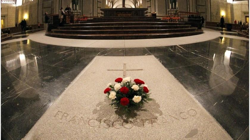 El dictador español Francisco Franco (1892-1975) será exhumado y trasladado fuera del Valle de los Caídos el próximo jueves 24 de octubre, según informó este lunes el Gobierno español.(EFE)