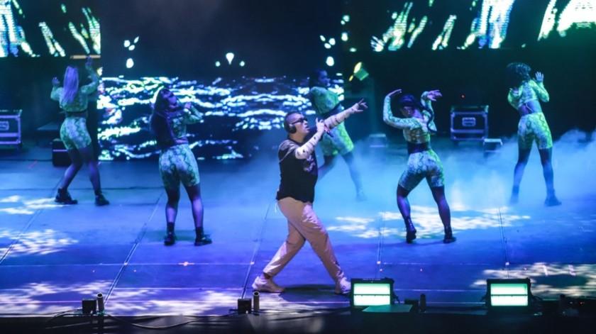 A las 22:00 horas el boricua salió al escenario acompañado solo de un DJ y ocho bailarinas(Gustavo Suárez)