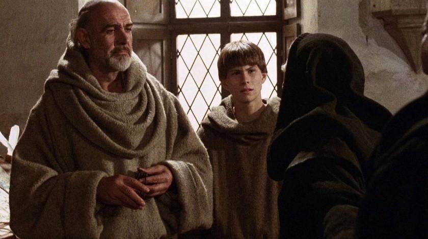 La cinta se desarrolla en noviembre de 1327, cuando un maestro y su alumno llegan a una pequeña abadía benedictina del norte de Italia para resolver la muerte de un miniaturista en los muros de la abadía.(Cortesía)