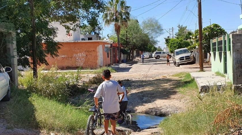 """Estanque"" de aguas negras es la pesadilla del Sahuaro(Mirna Lucía Robles)"