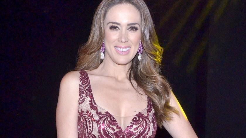 Jacqueline Bracamonte se sometió a cirugía.(Agencia México)