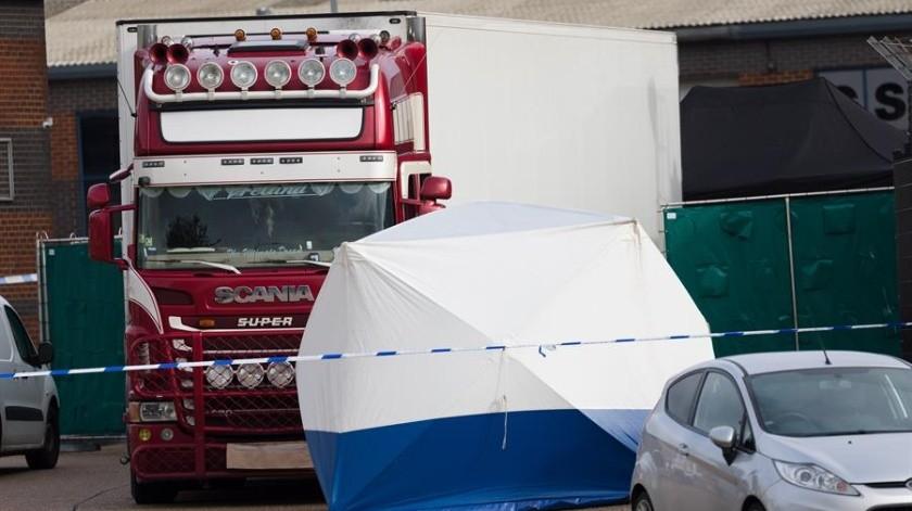 Han comenzado a surgir nuevos detalles sobre el horrible descubrimiento de 39 cuerpos dentro de la parte trasera de un camión en Inglaterra a medida que la policía intenta reconstruir lo que condujo a la tragedia.(EFE)