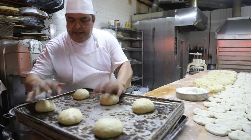 Enrique Preciado Núñez, originario de Nayarit pero radicado en esta zona fronteriza, tiene 32 años trabajando en este negocio.(Jesús Bustamante)