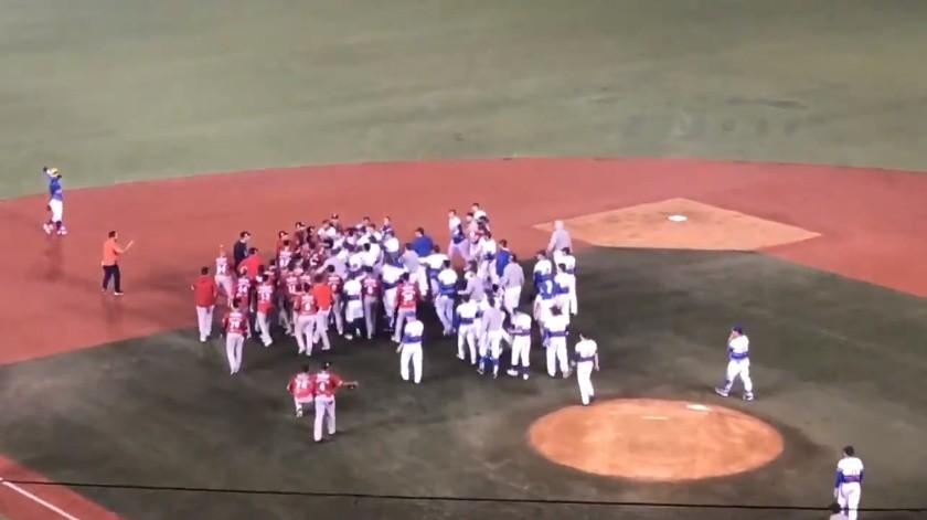 Pelea campal al finalizar partido de Charros vs Águilas(Captura de video)