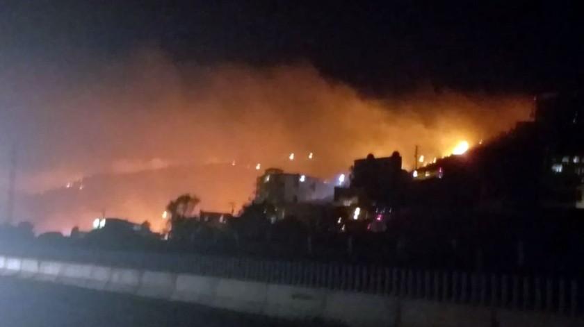 Desde la noche del jueves se registran incendios en el municipio de Rosarito.(Carmen Gutiérrez)