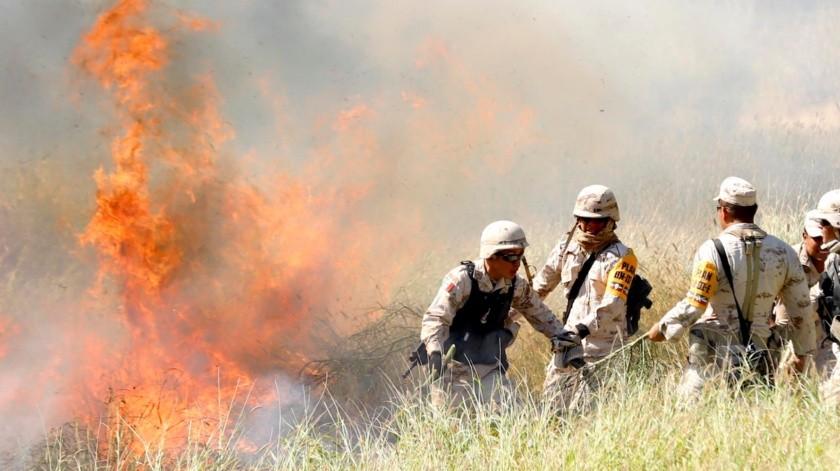En ocasiones los soldados tenían que correr porque cambiaba de dirección el viento y se alzaban las llamas.(Julián Ortega)