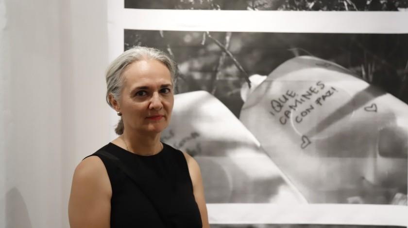 Alejandra Platt plasma paso de migrantes en exposición fotográfica(Julián Ortega)