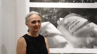 Alejandra Platt plasma paso de migrantes en exposición fotográfica