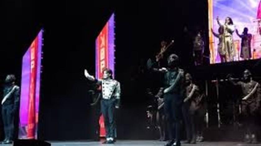 """La magia del llamado rey del pop se dejó sentir la noche de este viernes en el Centro Cultural Teatro I, con el regreso del espectáculo """"Forever. The best show about of king of pop"""", que estará sólo este fin de semana en la Ciudad de México.(Tomada de la red)"""