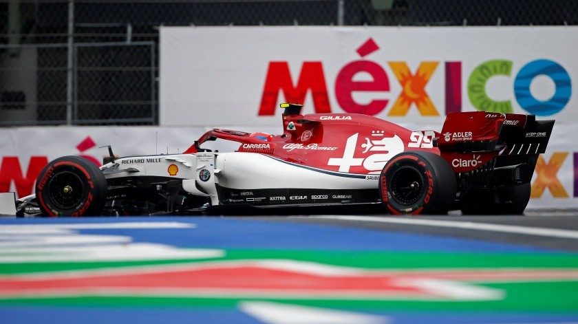 El piloto italiano Antonio Giovinazzi de la escudería Alfa Romeo compite este sábado durante la jornada de clasificación del Gran Premio de México, que se celebrará este domingo en el Autódromo Hermanos Rodríguez, en Ciudad de México (México).(EFE)