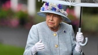 Algo serio está pasando en el interior del palacio de Buckingham y no es nada bueno. Desde que Harry, el príncipe más rebelde, se casó con la exactriz Meghan Markle, el tema del protocolo fue algo que ambos comenzaron a ignorar y, recientemente, hablar de sus problemas personales y familiares para un documental puso en jaque a la reina Isabel II y al príncipe William, hermano mayor de Harry y heredero de la corona.