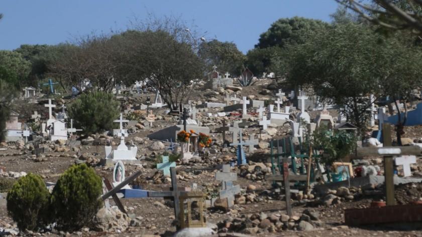 Los 13 panteones municipales de Tijuana recibirán a miles de visitantes.