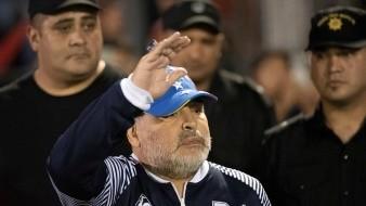 Con trono incluido, Maradona es ovacionado por Newell´s pese a goleada