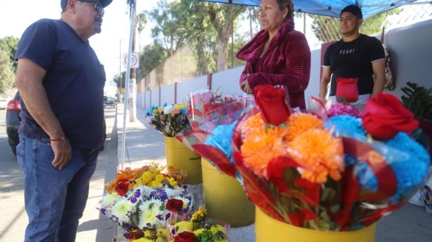 Ramos de flores de todo tipo son ofertados por la ciudad.(Jesús Bustamante)