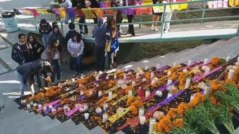 Celebran en la prepa federal el Día de Muertos.(Cortesía Facebook)