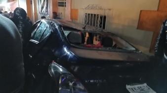 Auto embiste a comparsa en Muerteada de San Agustín Etla, Oaxaca