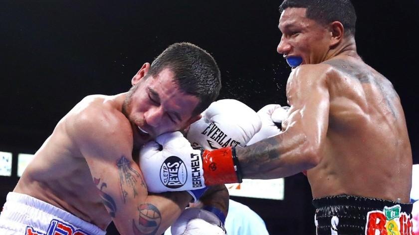 El cancunense no tuvo problemas para deshacerse de su retador.(Internet)