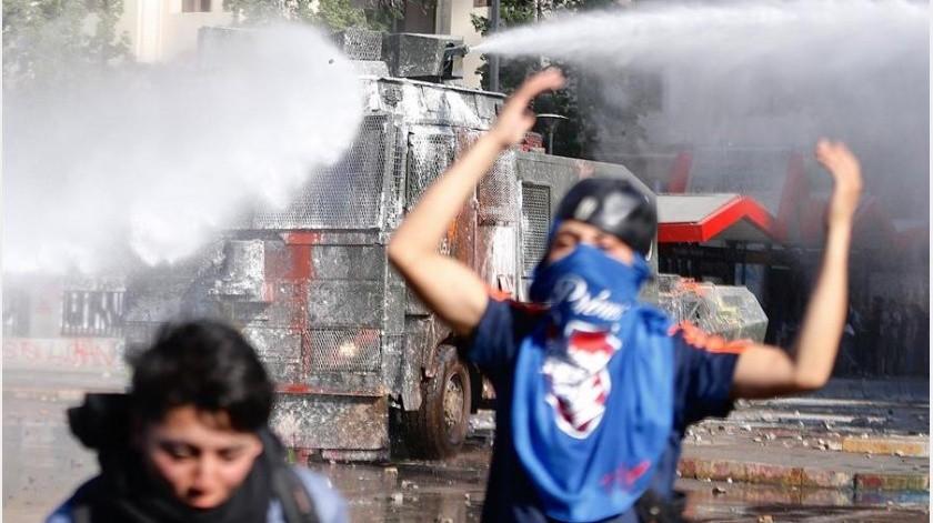 Las fuerzas policiales, ante esta sorpresiva manifestación, reforzaron el lugar con más agentes, si bien la manifestación fue pacífica y transcurrió sin incidentes.(EFE)