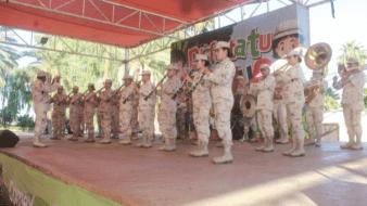 Militares participan en festejo de disfraces en el Bosque de la Ciudad