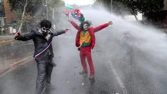 Proliferan manifestaciones en Chile; hay dos policías heridas