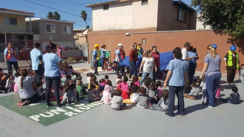 Estancias infantiles como Guardería Gomi, participaron de los simulacros de incendios.(Cortesía)