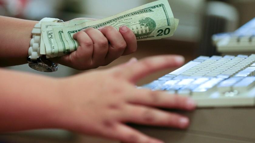Consumidores incrementan la demanda de dólares(Archivo)