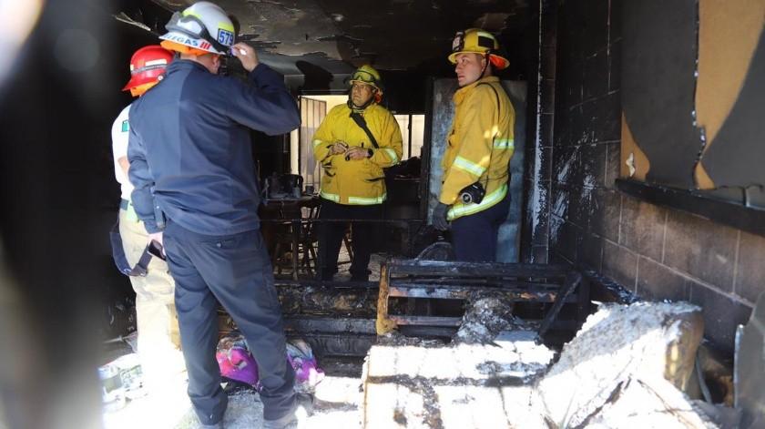 Elementos de las estaciones de bomberos de Natura y El Florido acudieron a la privada Coronillas, donde se reportó el incendio de un domicilio..(Sergio Ortiz)