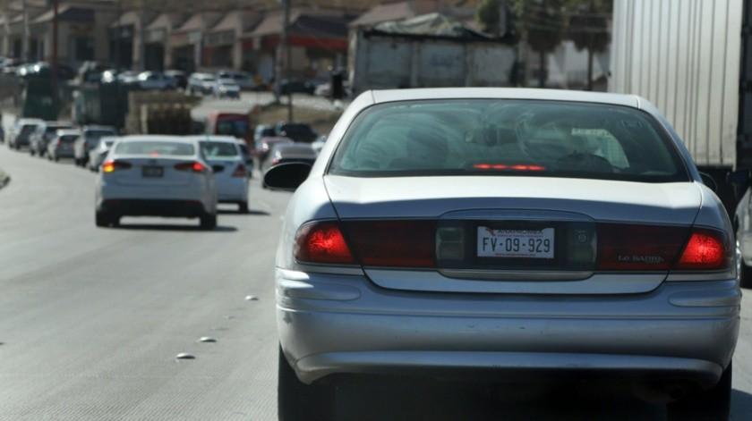Cientos de autos sin placas existen en el Estado.