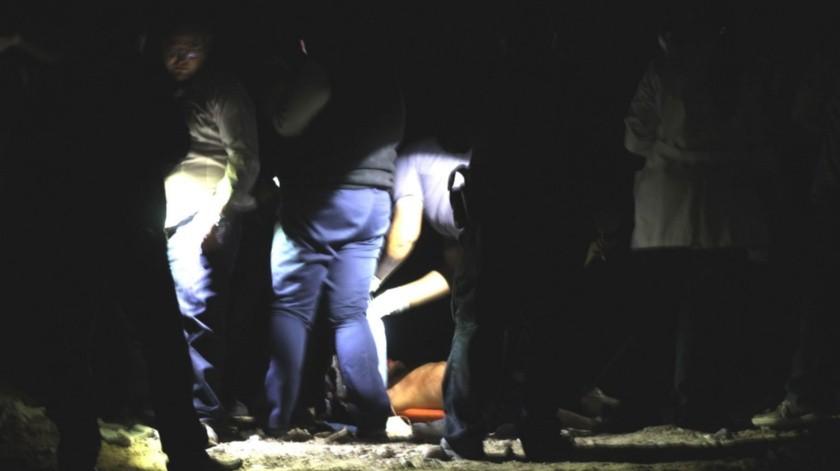 Vecinos reportaron un cuerpo en un camino de terracería.